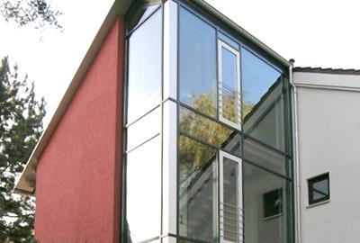Treppenhausanbau mit Aufzug
