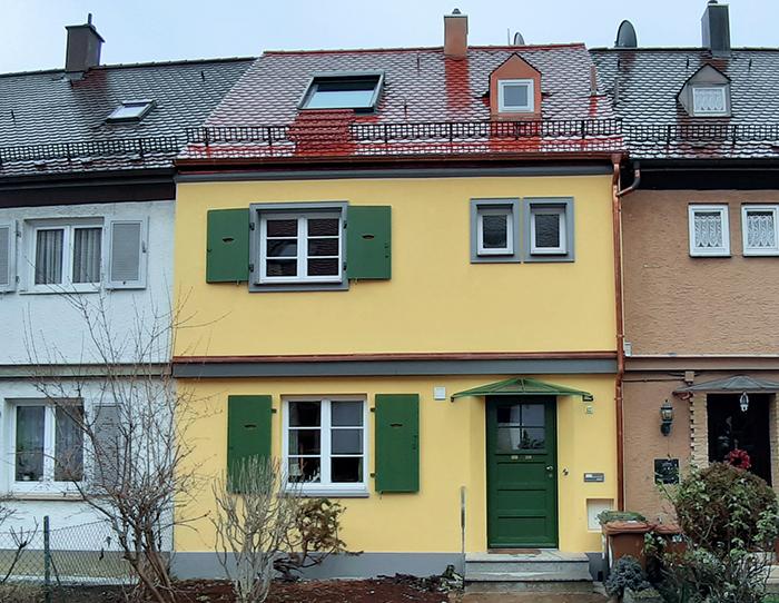 wohnhaus-sanierung-gelb